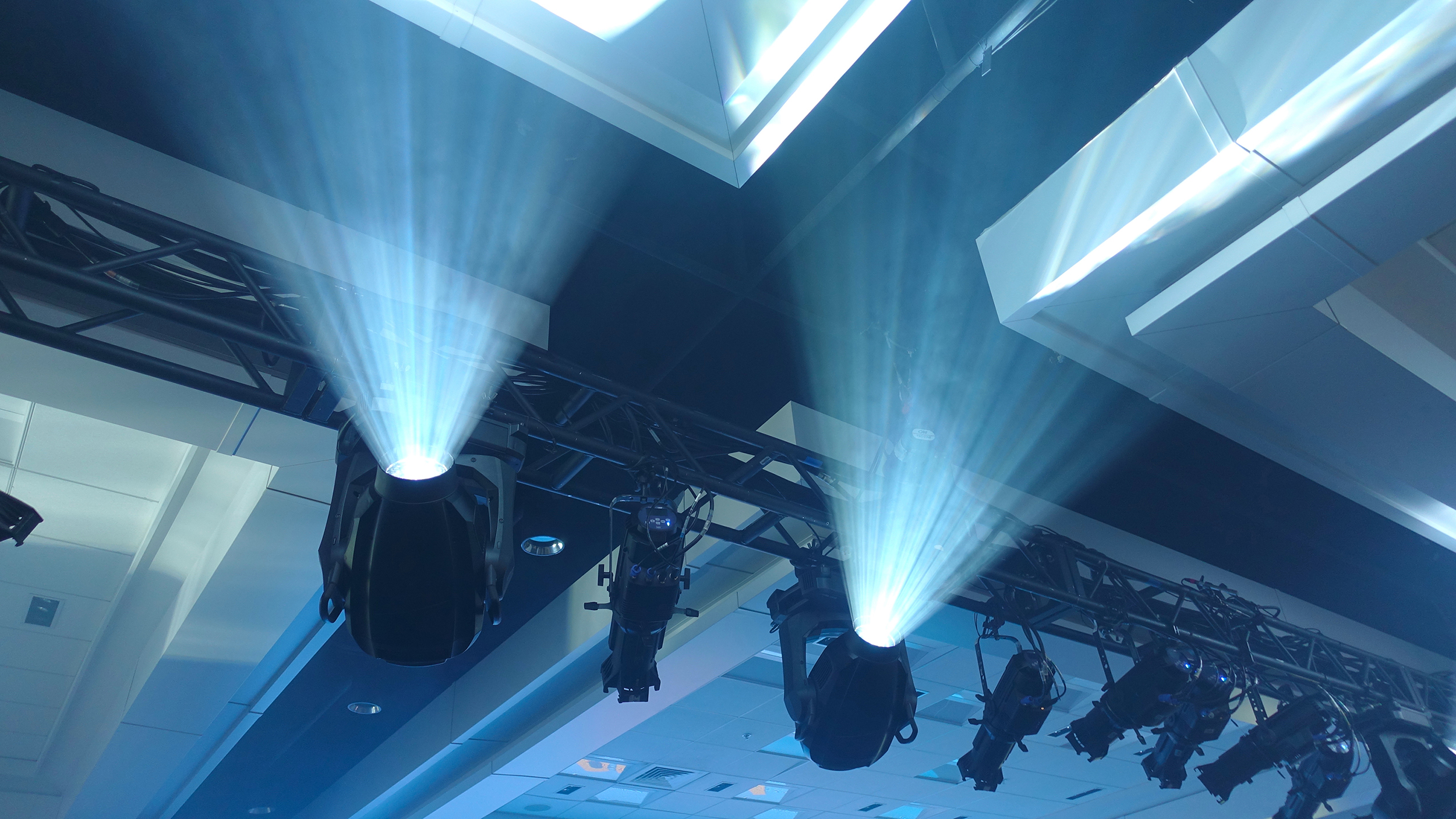 Truss spotlights and haze