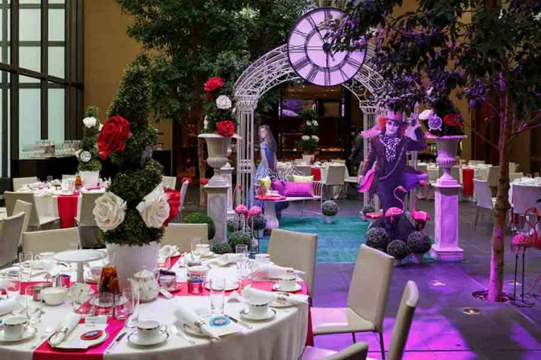 mad-hatter-alice-wonderland-centrepieces-table-styling